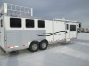 2015 3 Horse Cherokee Tomahawk with 13ft Living Quarters