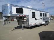 2014 3 Horse Cherokee Tomahawk with 8ft Living Quarters